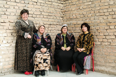 Women waiting in front of a Mosque in Samarkand (2006)